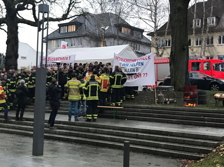 Mahnwache vor dem Kieler Landtag