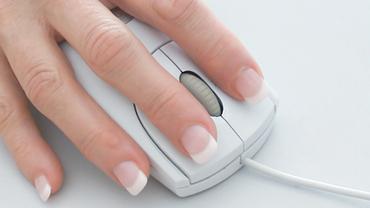 Mouseklick Newsletter Hand Frau